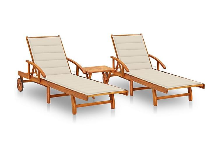 Solsängar 2 st med bord och dynor massivt akaciaträ - Utemöbler - Utestolar - Solsängar & solvagnar